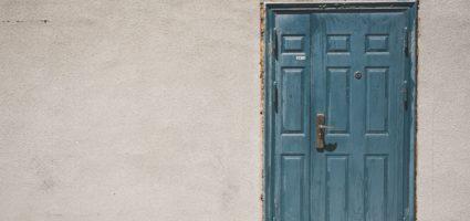 Non serve a niente una porta chiusa: la tristezza non può uscire e l'allegria non può entrare.