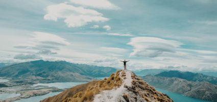 La vita può essere capita solo all'indietro, ma va vissuta in avanti.